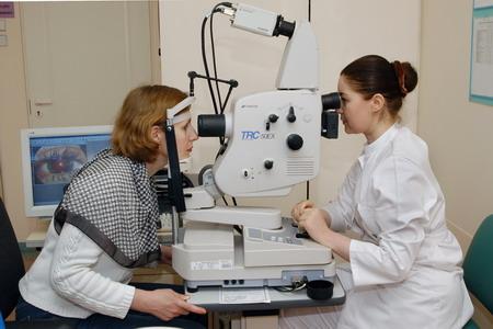 Перед операцией проводится тщательное офтальмологическое обследование